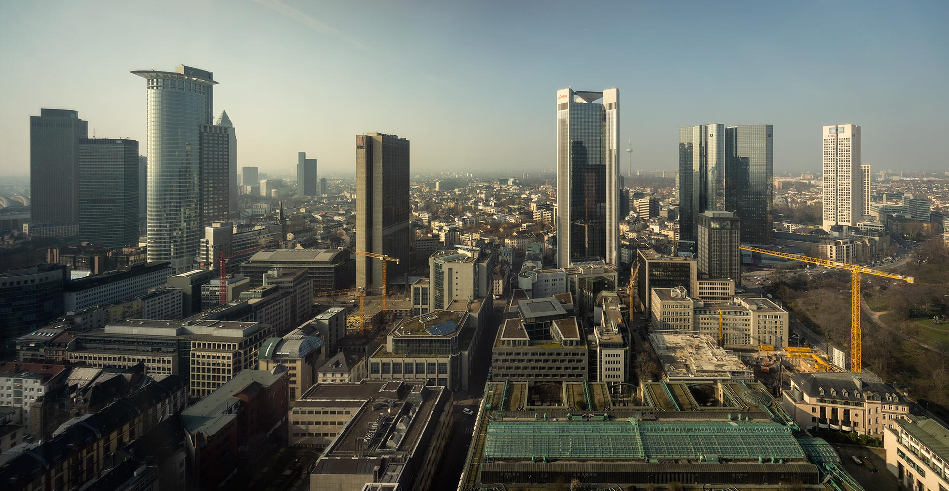 Skyline of Frankfurt am Main on a sunny day in March 2014 | PanoTwins