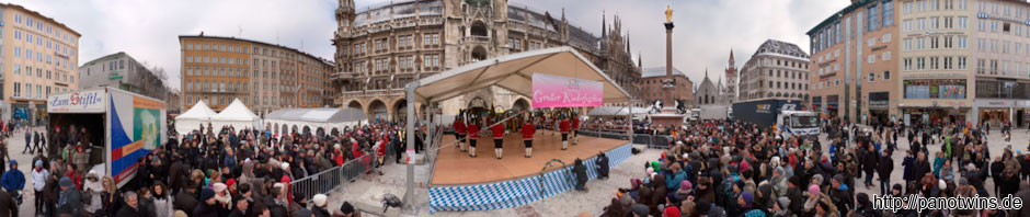 Schäfflertanz at Marienplatz (Dance of the coopers)