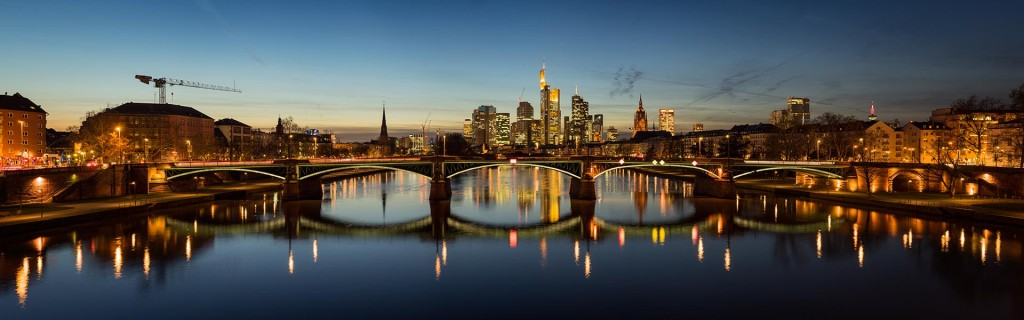 Skyline of Frankfurt am Main at dusk (2014)